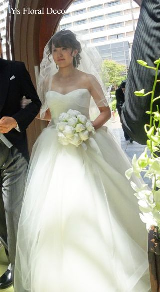 つぼみがちな白芍薬のクラッチブーケ @シェラトングランデトーキョーベイ ys floral deco