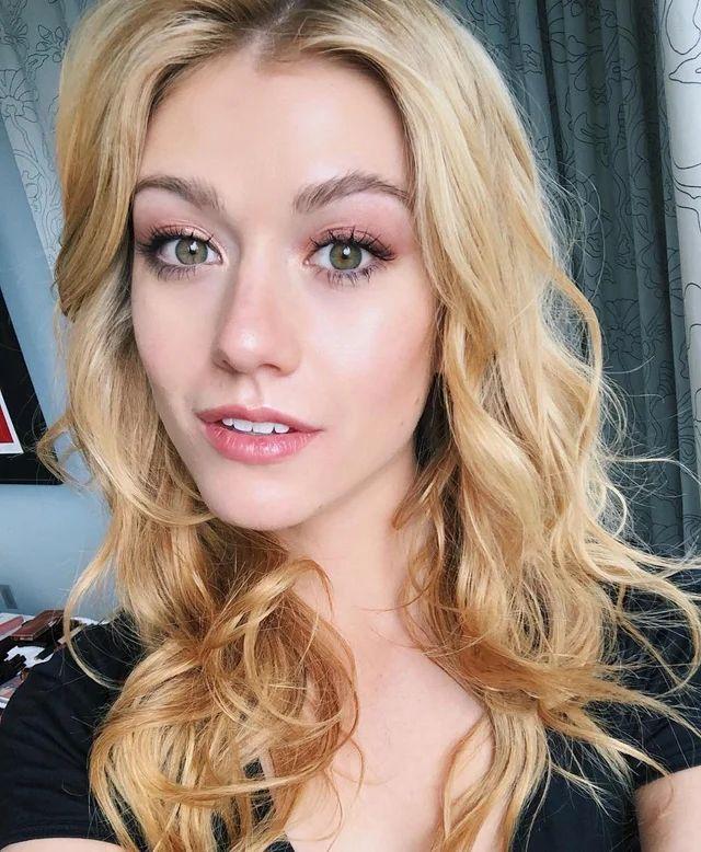 Katherine McNamara in 2020 Makeup looks for green eyes