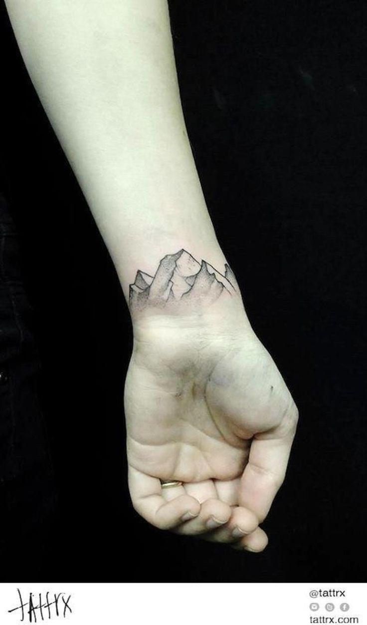 Tattoo handgelenk mountains