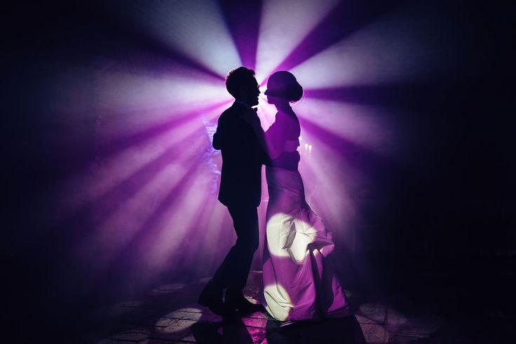 Wedding photographer Pavel Krichko (pkritchko). Снять кадр первого танца в контровом свете.