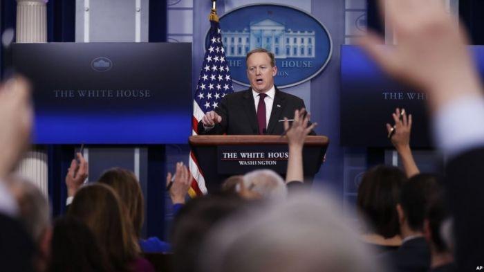 La Casa Blanca no ha explicado las razones por qué no permitió el ingreso a los representantes de algunos medios de comunicación al reciento donde realizan la conferencia de prensa diaria.