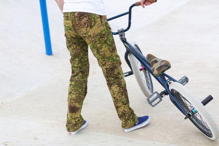 "Women's outdoor pants in camouflage ""Pencott Greenzone"" The model Infection from www.zombiehunter.eu"