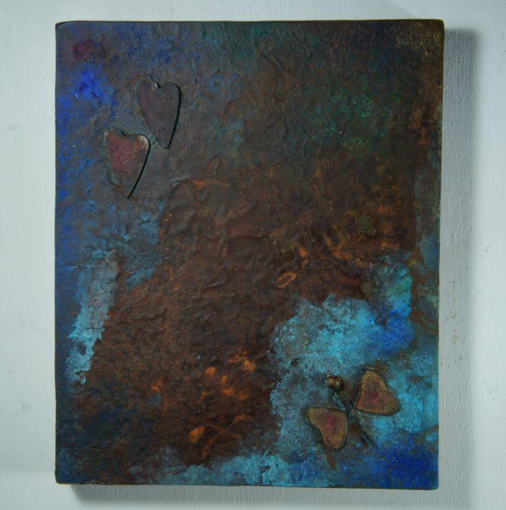"""Spettro # 2 da Terezin """"...volare via come una farfalla..."""". Pittura subacquea su pseudofossile con collage, 2014. Tecnica mista su ferro ossidato."""