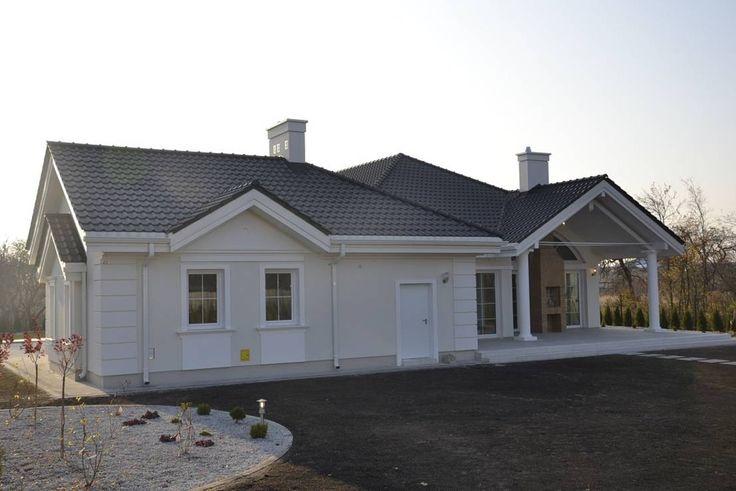 Ihr steht auf Häuser, die klassische Architekturideen und Designaspekte mit modernem Komfort und Wohngefühl verbinden? Dann seid ihr hier genau richtig.