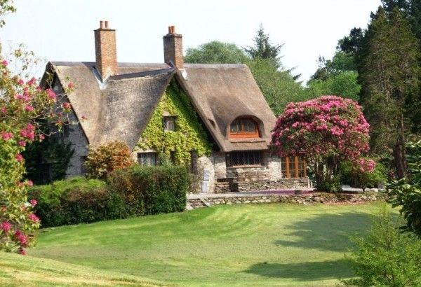 photos of cottages in ireland | thatched-roofed Irish cottage | ~ House Crazy ~