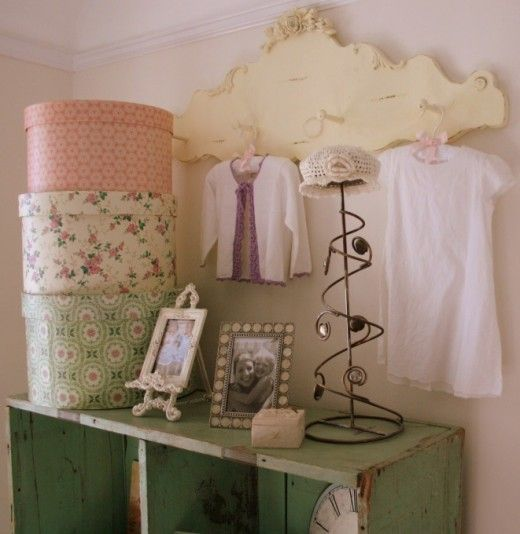 Shabby chic decorating ideas girly chic cottage 520x534 - Dormitorios vintage chic ...