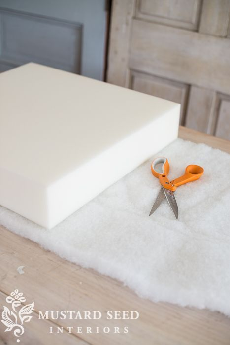 Easy DIY video tutorial on making a chair/sofa cushion | miss mustard seed How to DIY Seat Cushions, How to make custom seat cushions #seatcushions #diy Upholstered seat cushions DIY Seating DIY Sofa Cushions How to sew sofa cushions