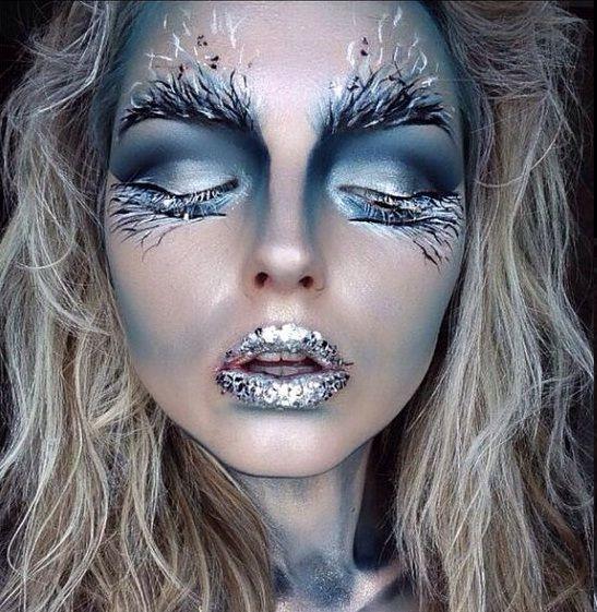 Excelente maquillaje FirewoodAunque podría pasar muy bien por un hada del bosque, Nina Lowtrre lleva una aplicación de maquillaje que emula la naturaleza, mostrándonos formas arbóreas en el contorno...
