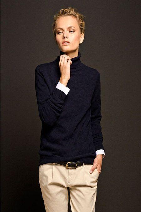 Девушка в брюках молочного цвета с черным ремнем и черная водолазка - Women's Belts - http://amzn.to/2hOqA0h