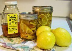 1. Для эластичности сосудов смешайте по 1 ч. ложке лимонного сока, меда и подсолнечного масла и выпейте натощак. Курс лечения - 10 дней.  Или смешайте 1 ч. ложку меда и сок 1/2 лимона в 3/4 стакана теплой кипяченой воды. Пейте перед сном 10 дней.  2. Чтобы очистить сосуды, пропустите через мясорубку 2 средних лимона, добавьте 2 ст.ложки меда, перемешайте, переложите в стеклянную банку и выдержите при комнатной температуре сутки. Принимайте по 2-3 чайной ложки в день перед едой или с чаем.