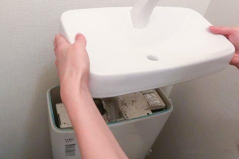 トイレの輪ジミが気になる 洗剤をかけるだけで簡単キレイにする方法 コジカジ トイレタンク 掃除 トイレ掃除