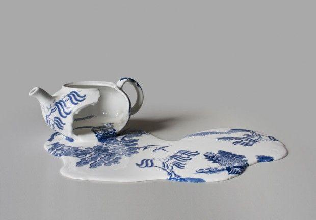Nomad Patterns est le nom de cette série de céramiques réalisée par l'artiste chilienne Livia Marin. Les tasses et les théières semblent se désagréger et se liquéfier, les motifs originaux prennent alors un autre sens esthétique.  Cette collection est composée de 32 pièces, elle a été exposée à l'Eagle Gallery de Londres.