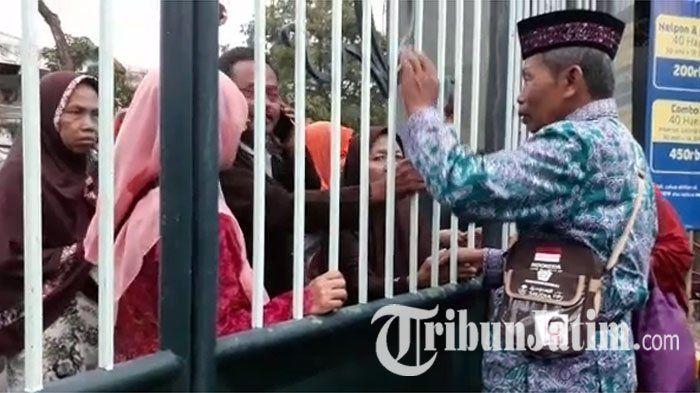 VIDEO: Meski Dibatasi Pagar, Calon Jamaah Haji Masih Asyik Bercengkrama dengan Sanak Keluarganya