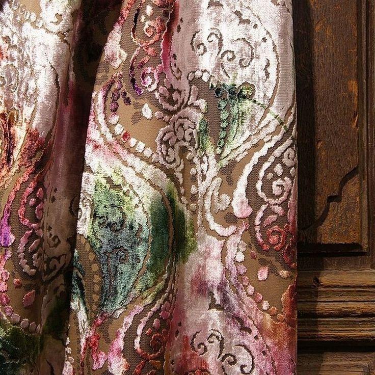 Бархатный #жаккард #SumatraPaisley с эффектом #амбре @persanhomestudio ждет вас в #galleria_arben #velvet #paisley