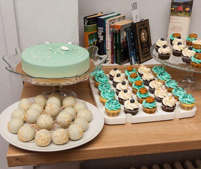 Dobré ráno. #candybar pro @bru.brew  #cofeshop #sweetbar #dobroty #musscake #cake #cakepops #cupcakes #praha
