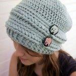 Ups and Downs Slouchy Beanie - fri #crochet mønster på Mooglyblog.com med en unik konstruktion metode!