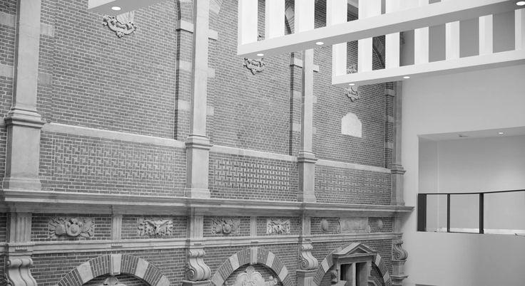Nieuwe vleugel, nieuwe oude muur. Nog 26 dagen en de Philipsvleugel gaat weer open. Met daarin de zogeheten 'Bredase Muur', een stukje van 'het eerste Renaissancepaleis ten Noorden van de Alpen'. Dat paleis stond in Breda, werd deels gesloopt en Cuypers zelf heeft dit stukje naar het Rijks gehaald. De Bredase muur is te zien in het prachtige 'kleine' atrium in de Philipsvleugel.