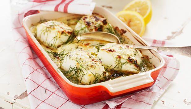 Torsk med dill og reker  Dill er en fantastisk urt til sjømat, og i denne oppskriften setter den smak på ovnsbakt torsk og reker. Det er enkelt og raskt når saus, grønnsaker og fisk skal i samme form.  http://www.godfisk.no/content/view/full/30741  FØLG meg på Facebook, jeg poster fantastiske ting hver dag  https://www.facebook.com/gulkri Bli med i en av mine supportgrupper for flere oppskrifter, motivasjon, tips og mer! http://www.facebook.com/groups/happystep  - ...
