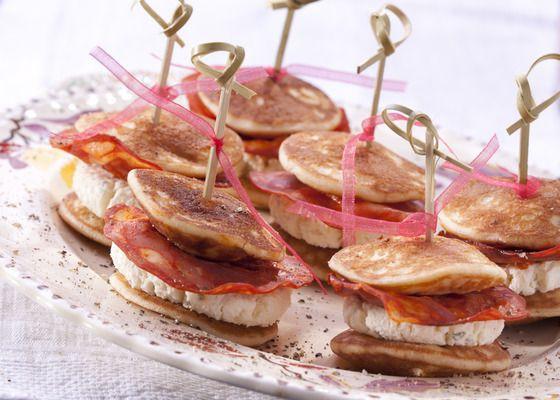 Blini's met roomkaas en Campofrio Chorizo Voor 16 tapas