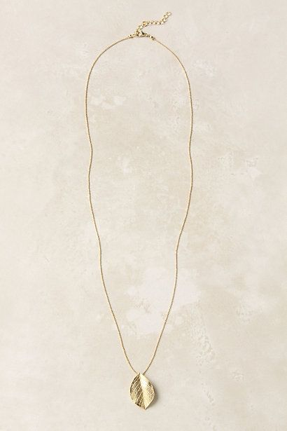 I like long, simple necklaces.