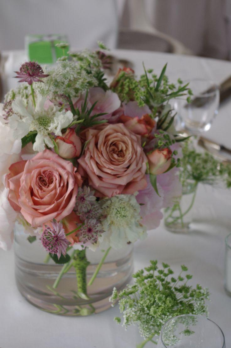 centre de table pastel mariage p che blanc et rose rose de jardin scabieuse fleur de. Black Bedroom Furniture Sets. Home Design Ideas