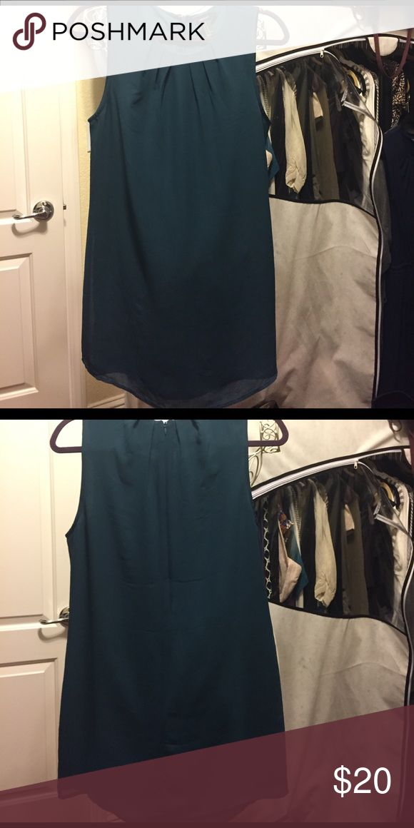 Emerald Green Cocktail Dress Beautiful Emerald Green Dress from Forever 21. Worn once to a wedding. I'm 5'1 and this falls about 3-4 inches above my knees. Fully lined inside. No signs of wear, and no odor. Just needs to be steamed to get wrinkles out. Back of dress has zipper. Forever 21 Dresses Mini