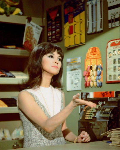 Marlo Thomas in a Scene from That Girl | eBay
