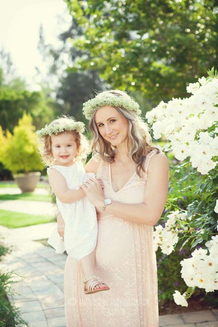 Sibling sister pregnancy photo shoot
