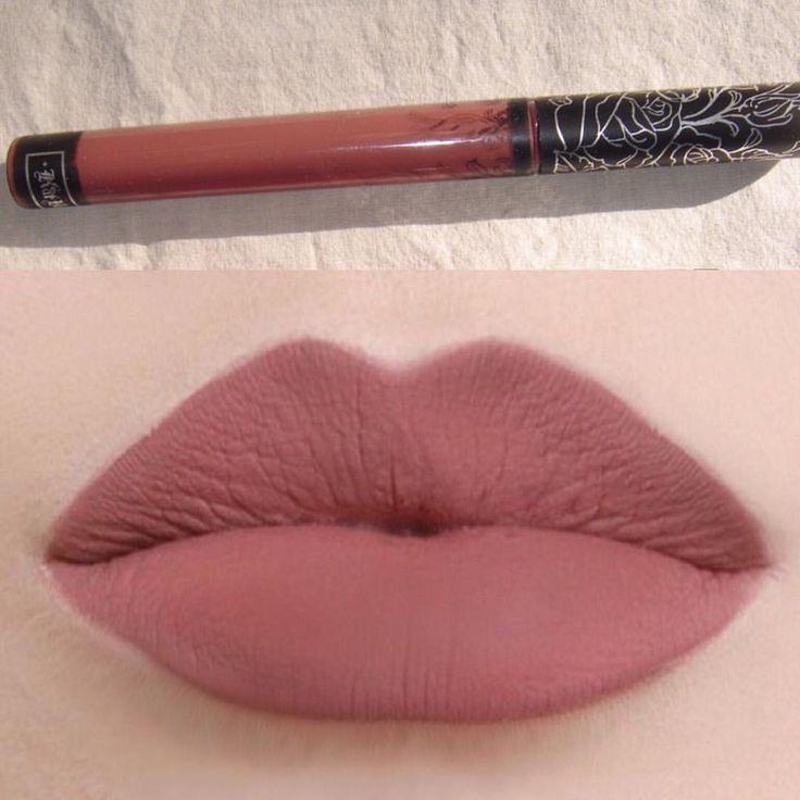 The perfect Kylie lipstick. By KatVonD called bow n arrow. - لونها خيال! بين الوردي والبني. اسم الحمرة Bow n arrow. من Kat Von D.