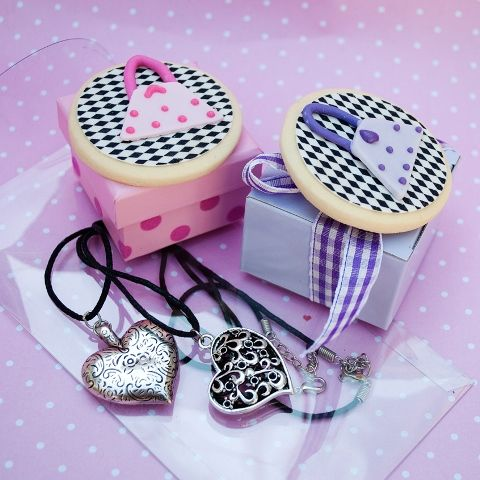 heart pendant with Women's Day biscuit