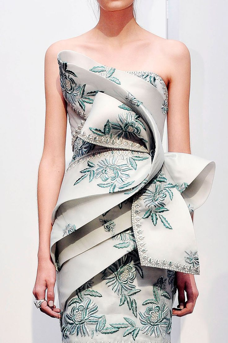 fashionfeude:  notordinaryfashion:    iambusinesscasual:    I am in love with this dress!  Someone tell me where to purchase it pleaseeee.  And thank you.    It looks like couture.    most likley marchesa