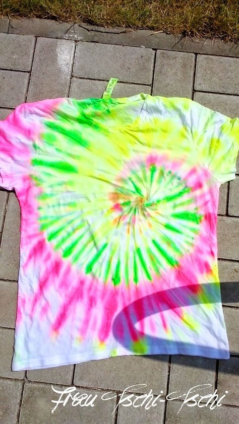 DIY upcycling T-Shirt Anleitung selbermachen upcycle tshirt aufpeppen Neon Party…