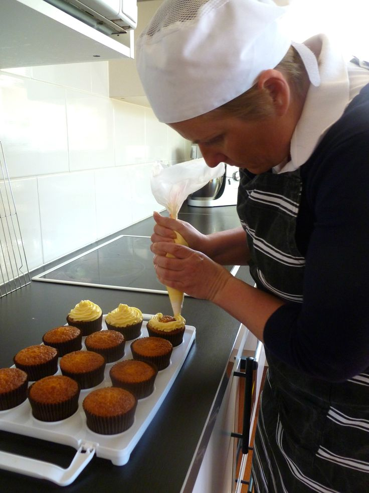 Decorating GF caramel cupcakes with white chocolate buttercream.