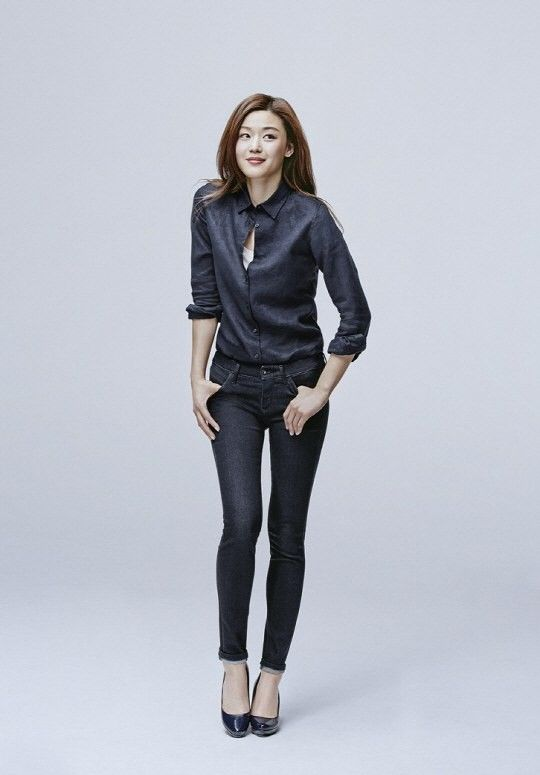 Jun Ji Hyun look cute and comfy in denim looks as new model for UNIQLO | allkpop.com