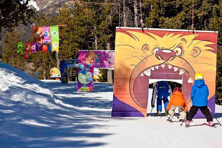Durante los meses de invierno, Andorra se llena de actividades para toda la familia, y en especial pensadas para que los más pequeños disfruten de todo lo que el Principado tiene para ofrecerles: aprender a esquiar con Pocoyó, descubrir de cerca el oso de los Pirineos o bajar por un inflable de goma por los toboganes en la nieve. La diversión está garantizada.  Aprende a esquiar con Pocoyó en Vallnord Este invierno Vallnord abre las puertas de su Jardín de nieve al conocido personaje ...
