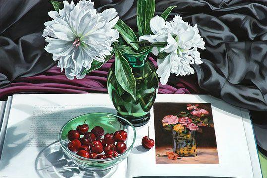 Шерри Вольф, «Белые пионы с вишнями и розами Dans Un Vase», 2017, масло на белье, 24 x 36 дюймов, 6 700 долларов