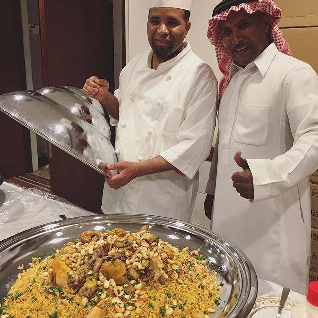 昨日、親子で遊ぼうサウジアラビアとイスラム文化  という企画が、NPO法人CMC主催で、アラブイスラーム学院 にて行なわれました。ランチもサービス。大きなお皿2皿に、チキンとお米、カシュー、アーモンドなどナッツたっぷりのカプサやデザート、デーツなどがふるまわれました。 #米#ごはん#肉#ナッツ#カシュー#アーモンド#チキン#ランチ#親子#home party #アラビア料理#arab#arabia#日本#サウジアラビア #السعودي  #delicious #saudiarabia#パーティー料理#パーティー#人気#美味しい#お土産#おいしい#料理#tasty #لذيذ