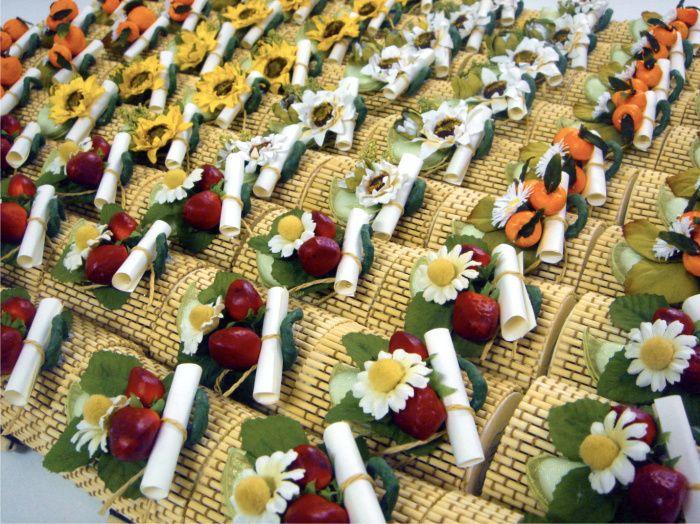 Bomboniere gastronomiche con marmellate bio in scatoline bamboo e bouquet fruttati