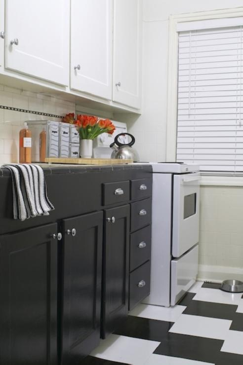Black Lower Cabinets, White Upper Cabinets, Checkboard Floor