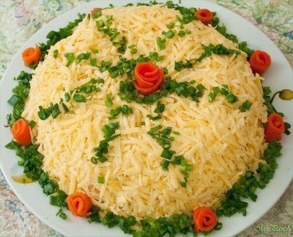 Салат с курицей и сыром Праздничный