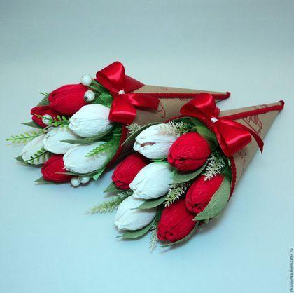 Купить или заказать Кулёчек с тюльпанами. в интернет-магазине на Ярмарке Мастеров. Милый кулёчек с конфетными тюльпанами, можно подарить и на любой праздник, и даже просто так, для поднятия настроения. В кулёчке 7 тюльпанов с конфетами 'Арфа'.