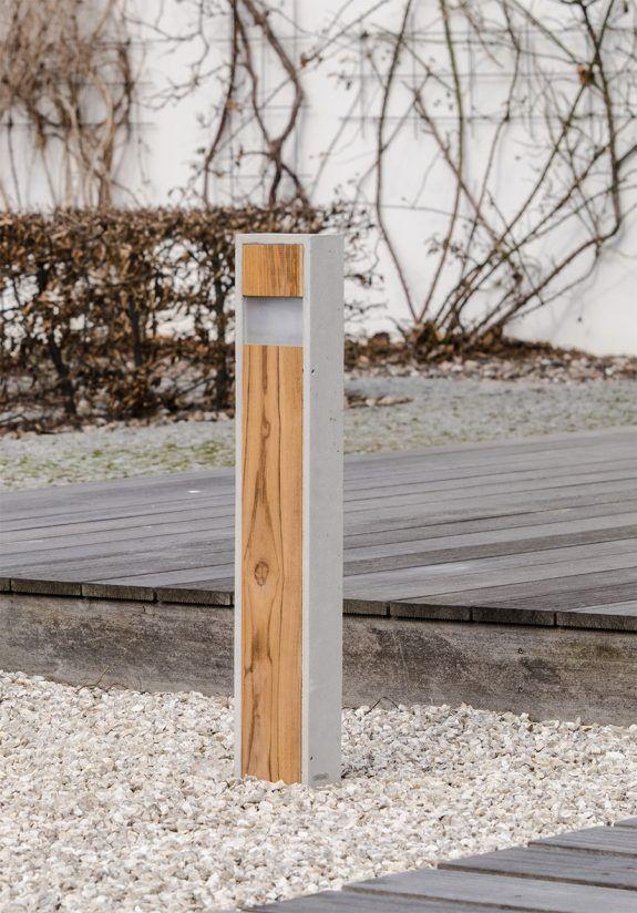 Gartenlampe-LED Totem Slim IP65 aus Betun und Holz.