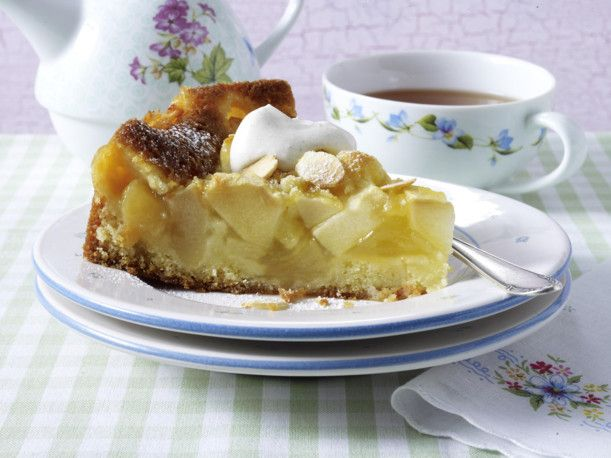 Unser beliebtes Rezept für Saftiger Creme double-Apfelkuchen mit Walnüssen  und mehr als 55.000 weitere kostenlose Rezepte auf LECKER.de.