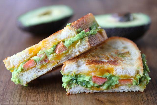 Gegrilde guacamole kaas sandwich - Culy.nl