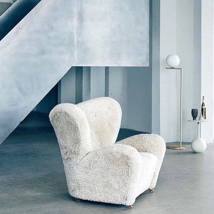 The Tired Man in sheepskin is perfect for a cosy Sunday.  Photo credit @rum_id . . #bylassenthetiredman #thetiredman #dentrættemand #armchair #lænestol #flemminglassen #easychair  #bylassen #bylassencopenhagen #danishdesign #designdenmark #danishdesign #interiordesign #scandinaviandesign #nordicdesign #designclassic