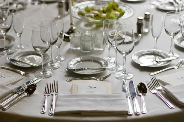 How to set a table properly for your dinner guests. Setting a nice table is easy. Find out how to arrange your table settings for maximum effect, without having to buy a lot of expensive tableware.