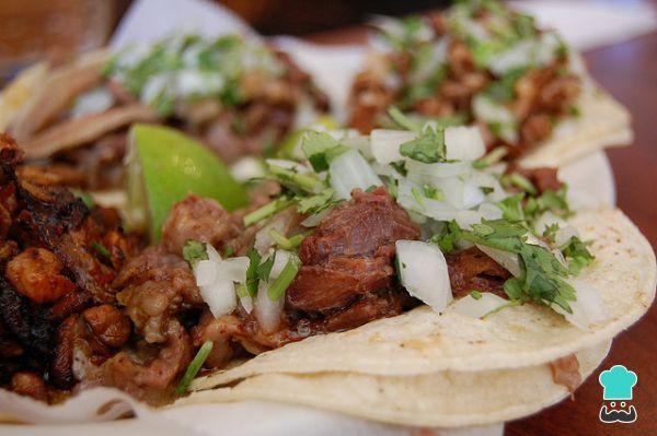 Aprende a preparar birria de Guadalajara con esta rica y fácil receta. La birria es uno de esos suculentos platos de carne guisada que forman parte de la gastronomía...