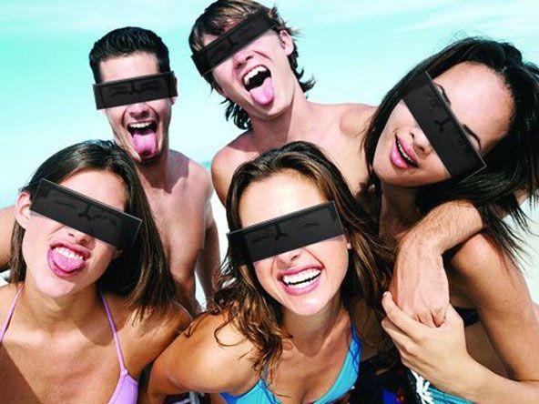 De Black Bar zonnebril: een fout avondje uit, zonder herkend te worden Ga hélémaal uit je dak met de Black Bar Zonnebril. Dankzij deze geniale uitvinding kan je je stoutste dromen waarmaken, zonder herkend te worden. De zwarte balk op het montuur zal het meest herkenbare deel van je gezicht verbergen: de zone van je wenkbrauwen tot de onderkant van je neus.