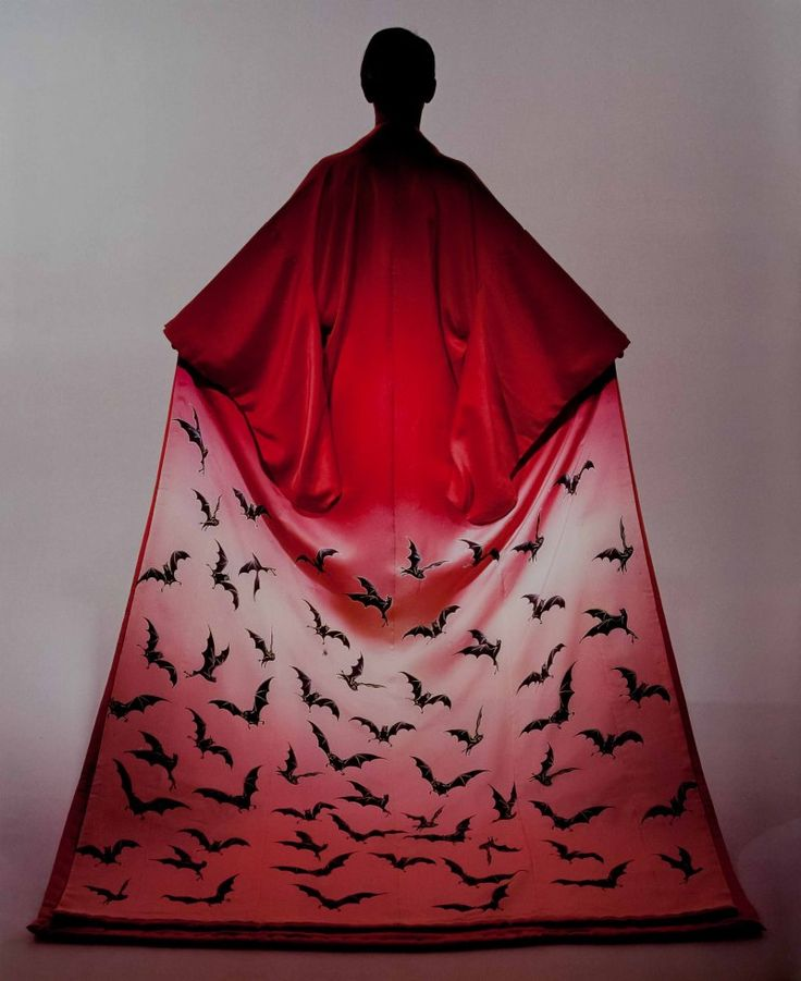 Eiko Ishioka  Ok, this is the creepiest kimono I've ever seen!  This is like Twilight meets Memoirs of a Geisha!  Weird but love it!  Can you imagine wearing this to a Halloween party?  Wow!