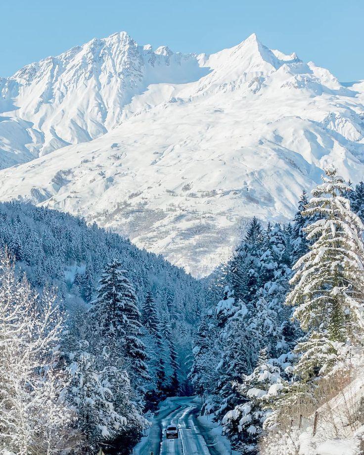 Instagrammer ambassador.land verkende de Franse Alpen met een huurauto. Deel ook je roadtrip plezier en plaats de hashtag #MetEenHuurautoZieJeMeer bij je foto's op social media.